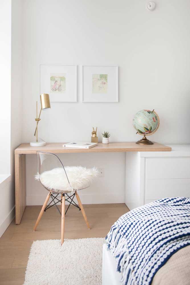Aposte em móveis de acrílico ou de vidro para deixar o ambiente ainda mais clean.