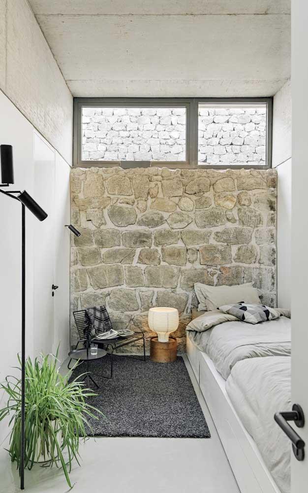 Quer conforto na casa decorada? Então invista em elementos naturais, como as pedras que aparecem na imagem a seguir