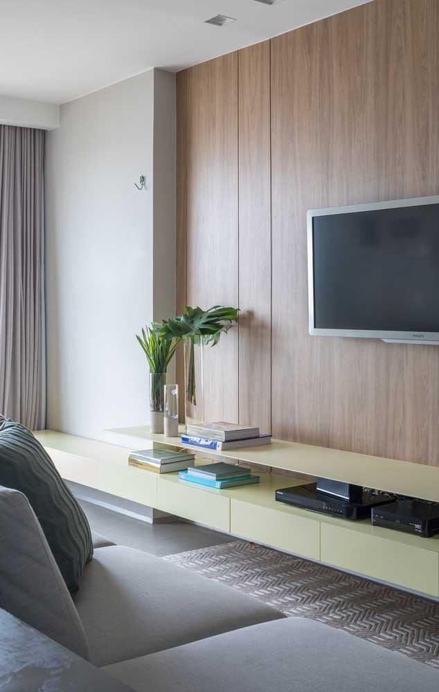 Os painéis de madeira são excelentes para criar uma decoração acolhedora, quente e confortável