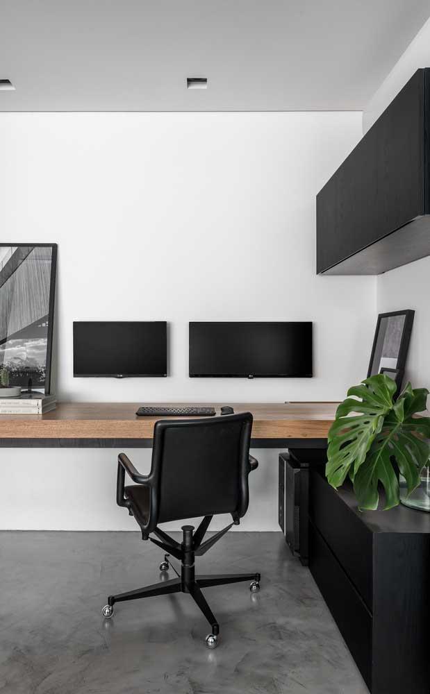 Home office elegante e funcional decorado em tons de branco, preto e madeira