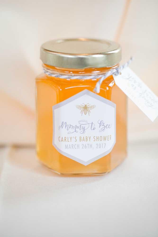 A lembrancinha desse chá de bebê é um pote de mel