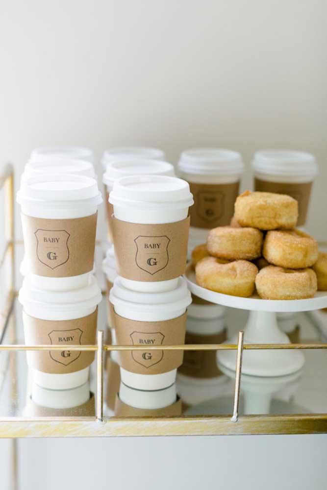 Café e donuts para os convidados, por favor!