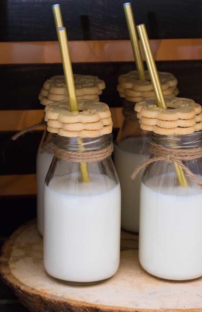 Kit completo: leite e biscoitos para os convidados levarem como lembrancinha do chá de bebê