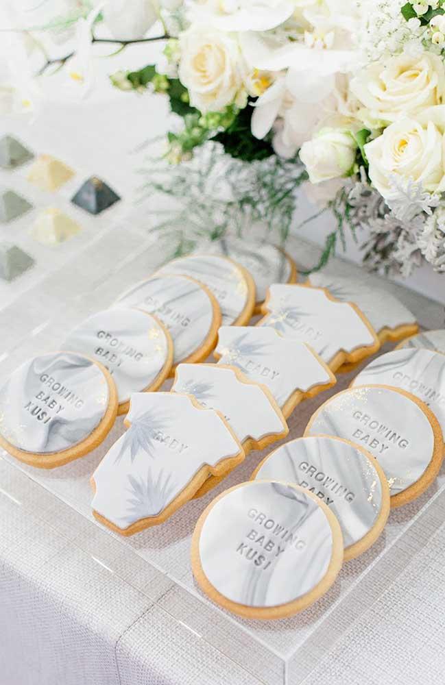 Biscoitinhos personalizados são sempre uma boa pedida para servir e decorar ao mesmo tempo