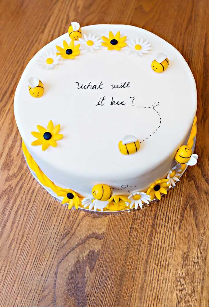As abelhinhas também querem saber o que tem dentro do bolo surpresa