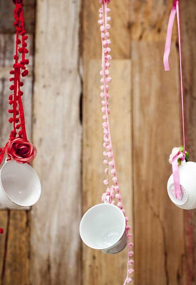 Que ideia mais criativa para fazer uma decoração temática da Alice no país das maravilhas.