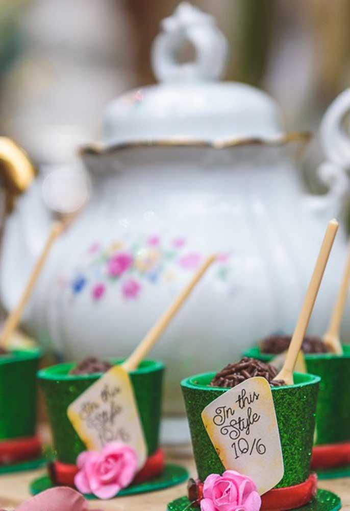 O brigadeiro de colher é uma ótima opção de doce para servir na festa de aniversário.