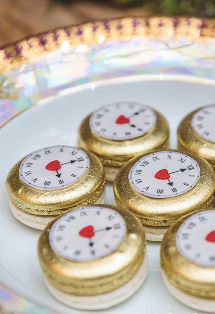 Docinhos deliciosos no formato de relógio.