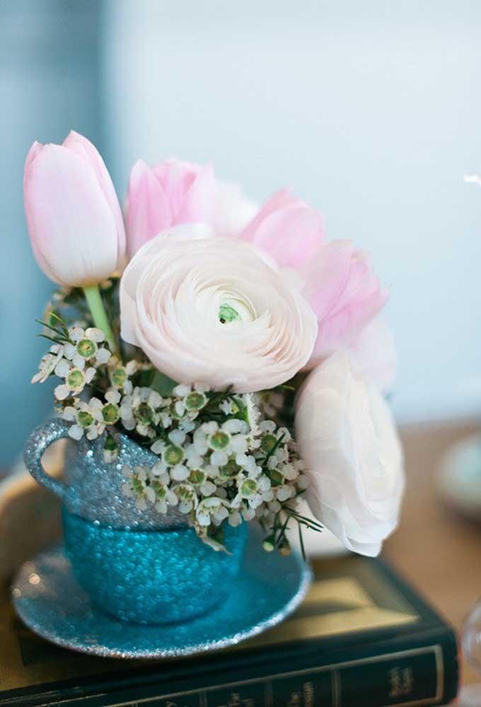 Escolha elementos delicados na hora de decorar o aniversário.