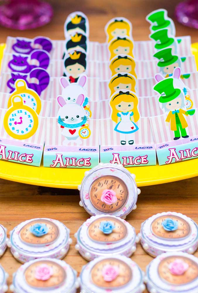 Existem várias possibilidades de fazer decoração personalizada para os doces.