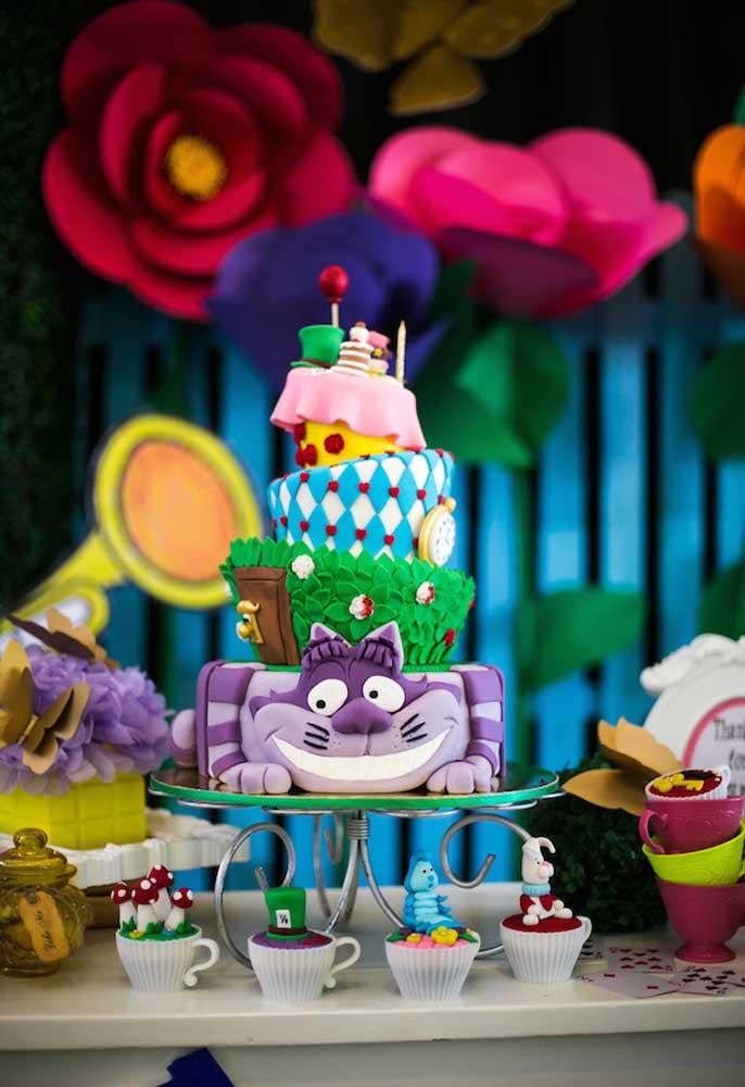 Que obra de arte é essa? Olha como é possível criar os mais diferentes tipos de bolos com o tema Alice no país das maravilhas.
