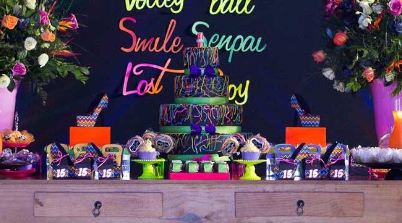 Festa Neon: dicas essenciais para fazer a festa e como decorar com fotos
