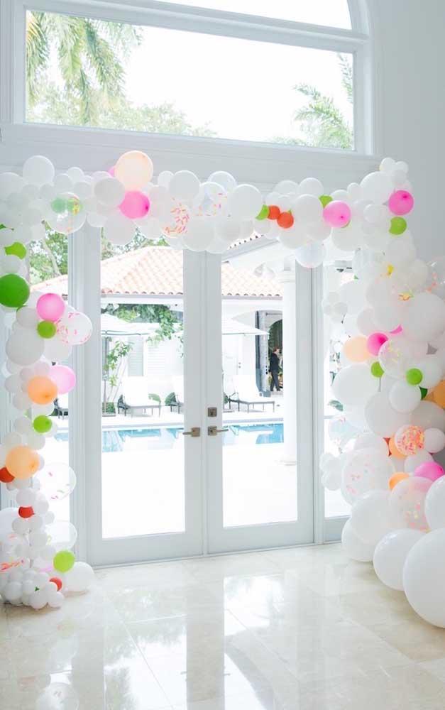 Festa neon decorada com balões