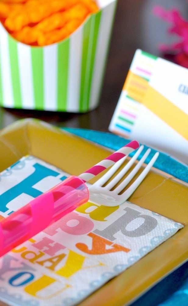Kit de talheres para a festa neon; tudo combinando!