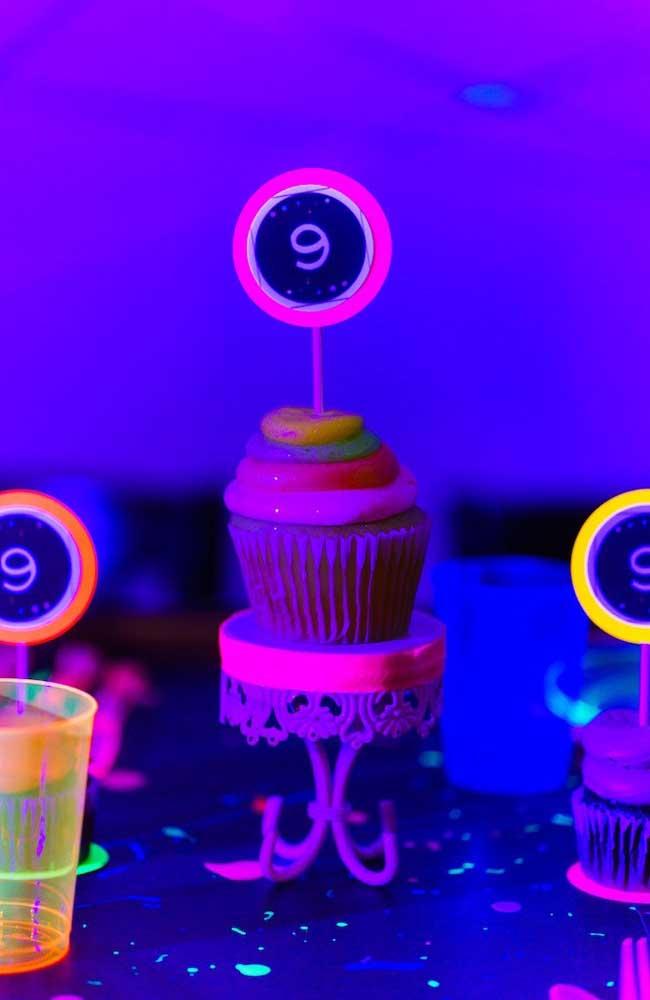 Cupcakes que brilham no escuro, muito legal essa ideia!