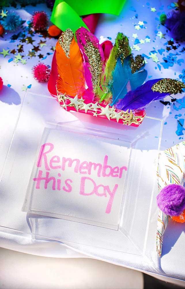 Para os convidados guardaram a festa na memória, nada melhor do que lembrancinhas coloridas e que brilham no escuro