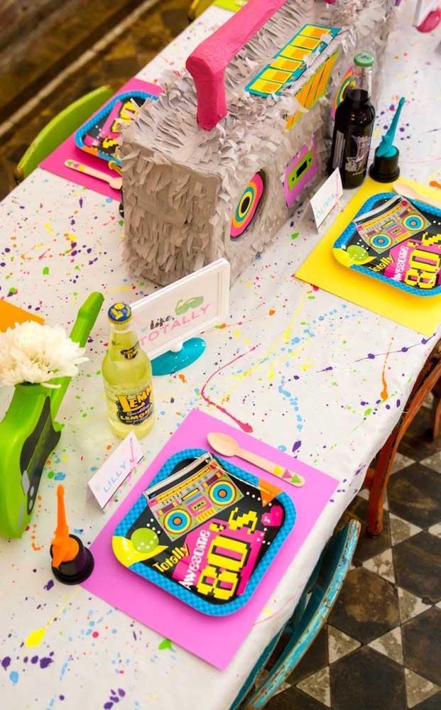 Festa anos 80 e festa neon são duas temáticas diferentes, mas que podem se juntar