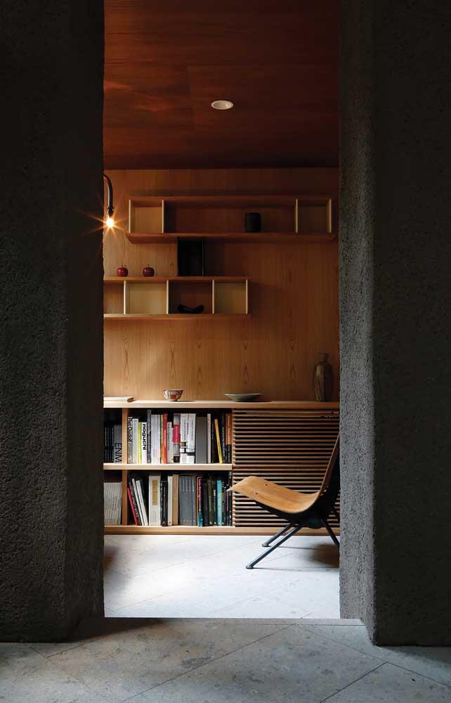 Elegância e sobriedade com o forro de madeira no escritório