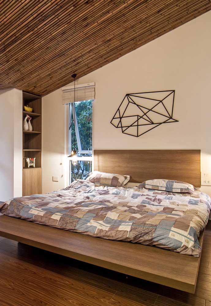 No quarto do casal, o forro de madeira traz calor e acolhimento