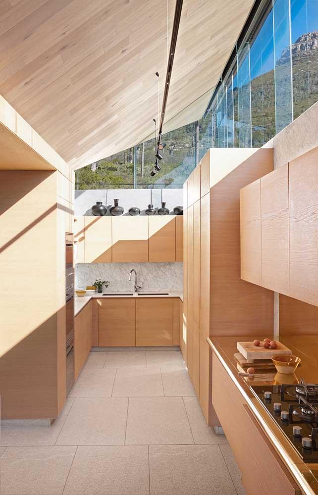 Forro de madeira combinado ao vidro: modernidade e elegância para o projeto