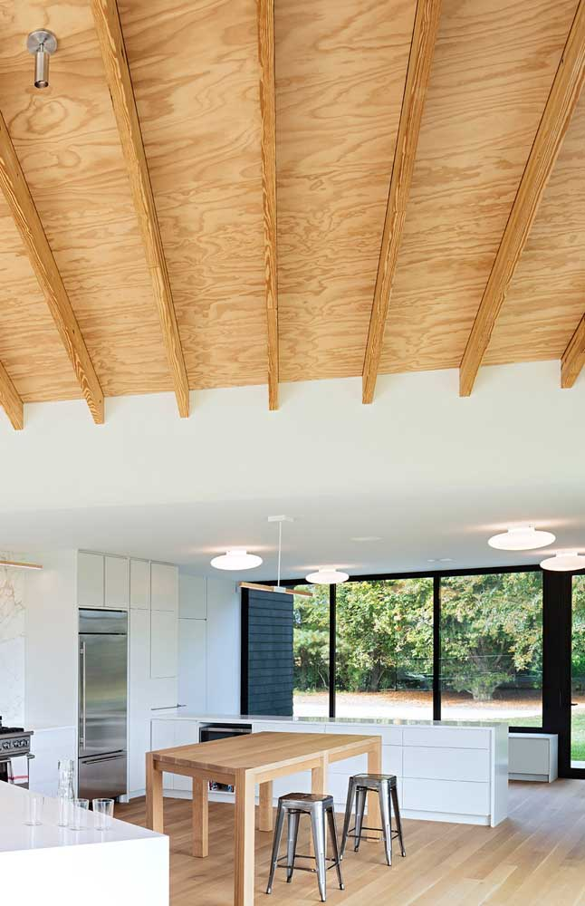 Opção rústica e moderna de forro de madeira