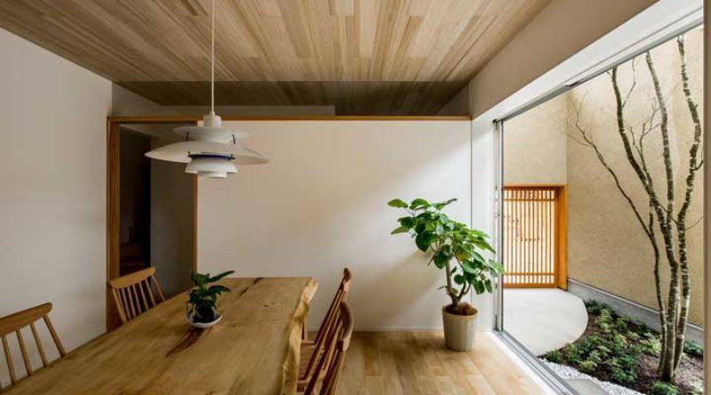 Forro de madeira: vantagens, dicas para instalar e fotos