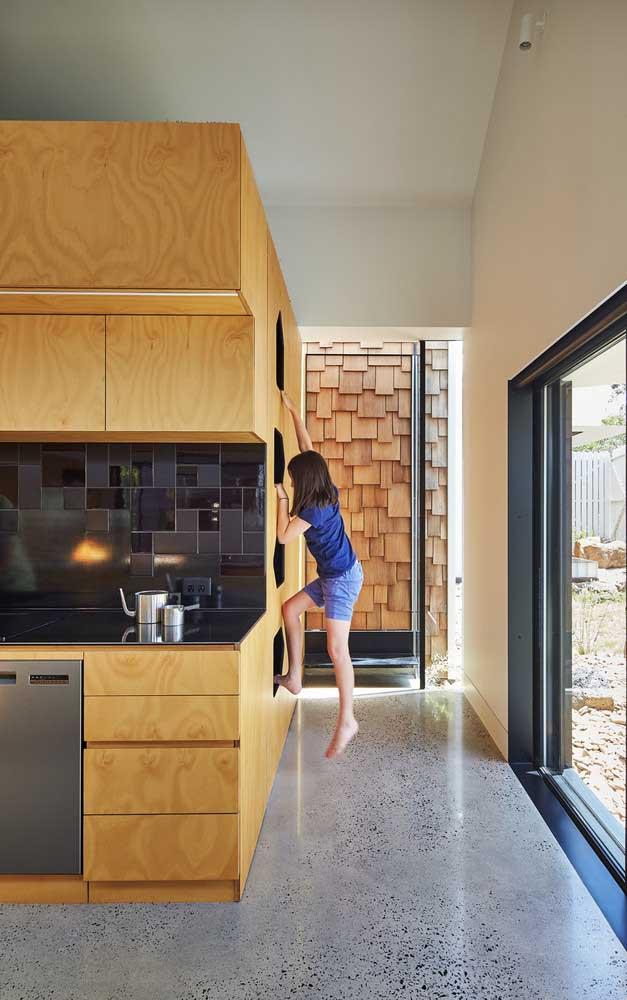 Armário que vira brinquedo! Uma boa opção para imóveis pequenos, onde as crianças precisam se divertir dentro de casa mesmo