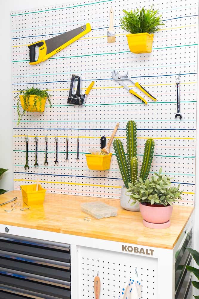 Organize suas ferramentas com uma placa de eucatex
