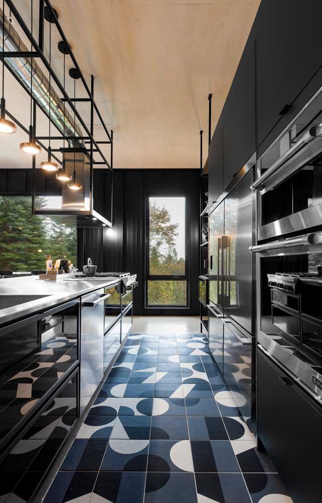 Decoração moderna e criativa para a cozinha usando canos de PVC; ótima ideia para o estilo industrial