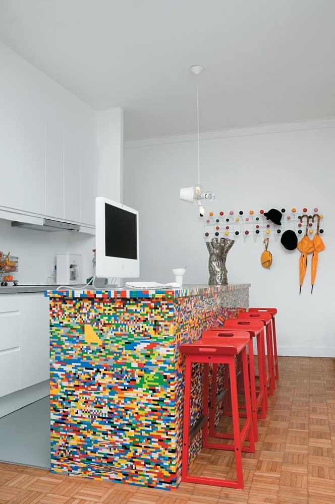 Esse balcão é uma grata surpresa para os amantes do jogo Lego