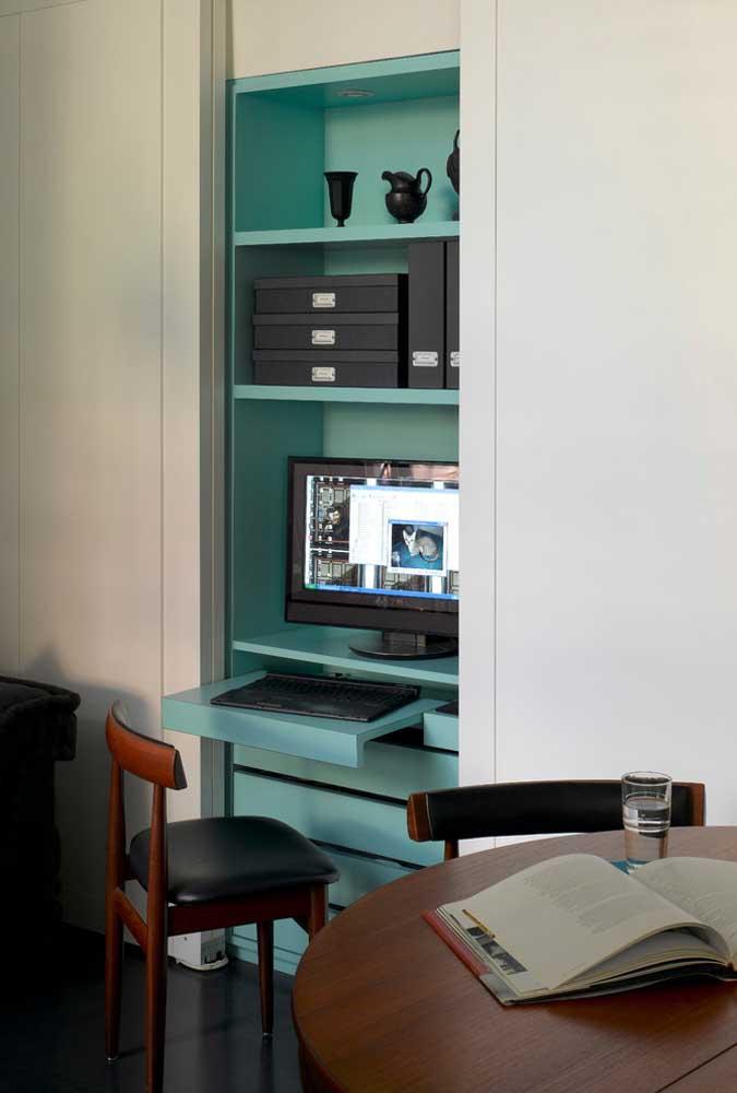 Para destacar o espaço do home office foi usada uma cor diferente das demais