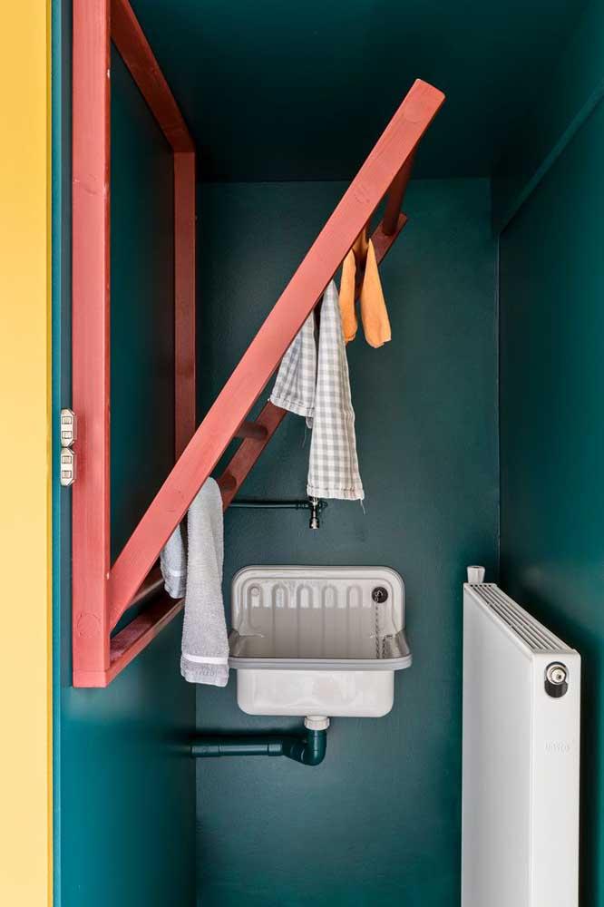 Uma ótima ideia para poupar espaço da área de serviço: varal retrátil