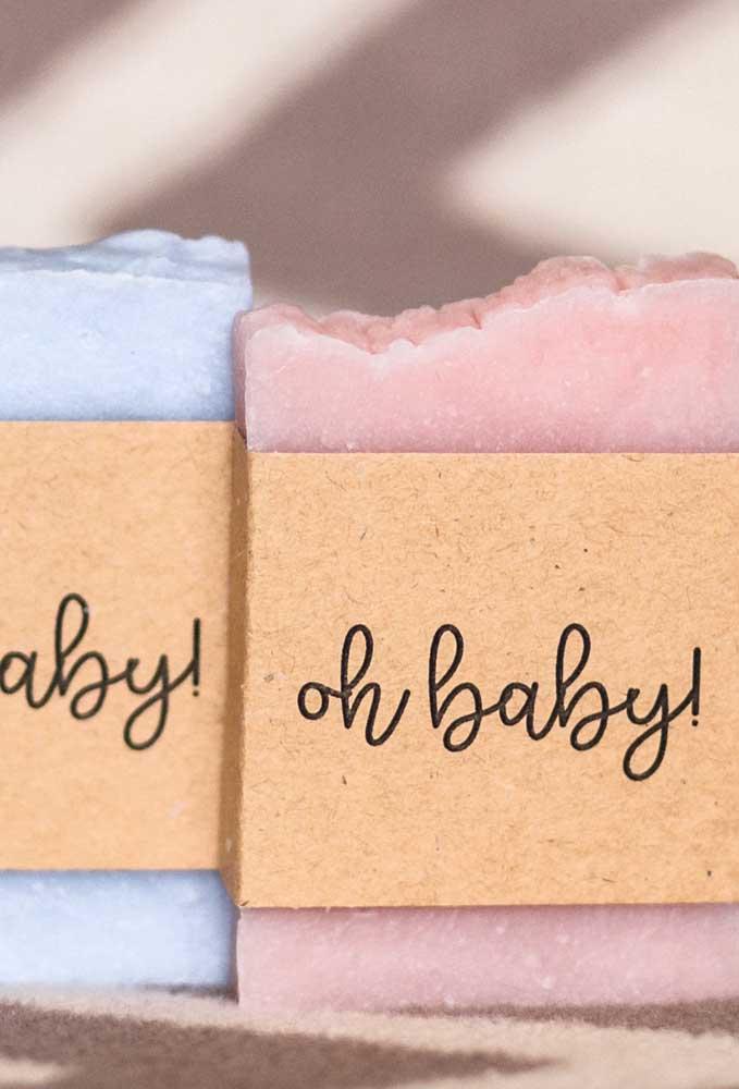 Sabonetes artesanais são uma ótima opção de lembrancinha de chá de bebê
