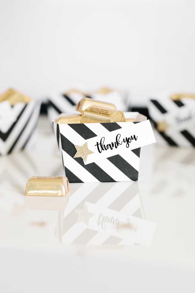 Cestinhos charmosos de papel acomodam como ninguém os pequenos tabletes de chocolate