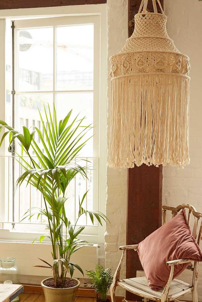 Uma senhora luminária para decorar a sala de estar; vai dizer que uma peça dessa não faz toda diferença na decor?