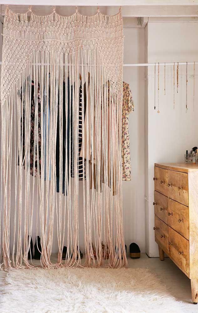 Uma bela referência de cortina em macramê para você guardar
