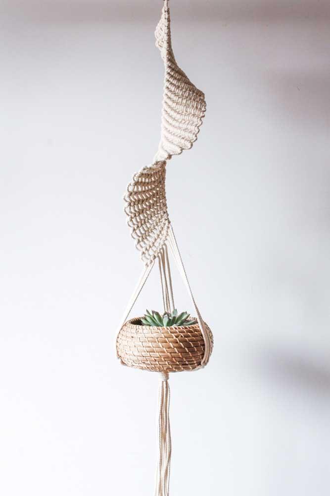 Suporte para plantas em macramê com design espiralado super diferente e original