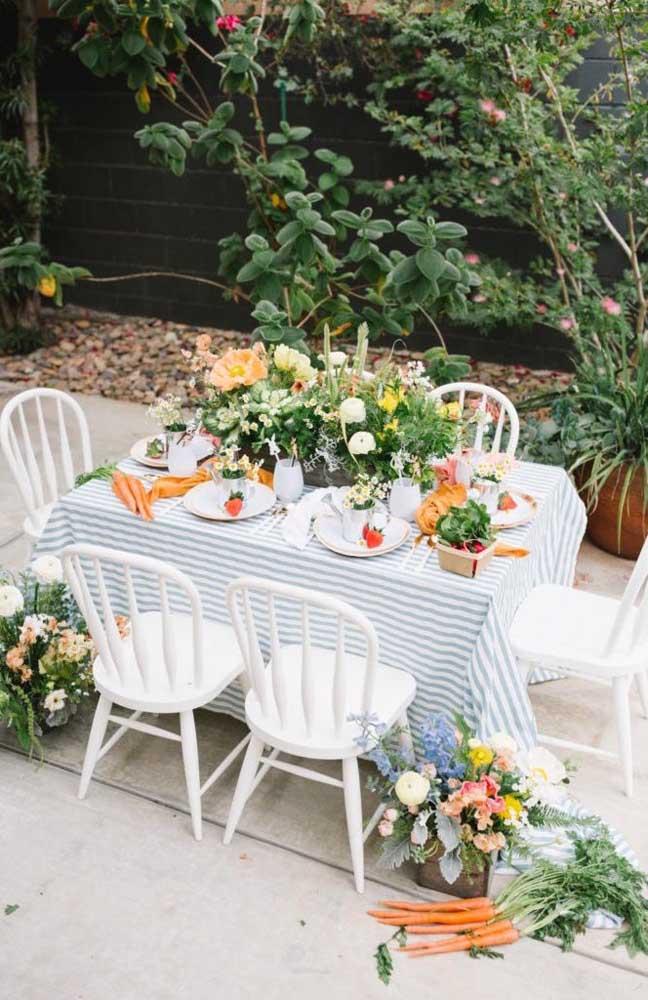 Mesversário no jardim de casa, com direito a almoço e um lindo cenário para as fotos que virão a seguir
