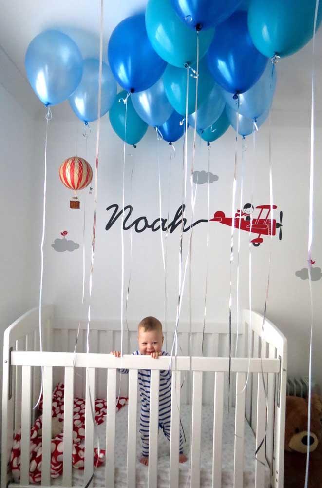 Que ideia linda para um mesversário! Capturar a alegria do bebê no próprio quarto, viu só como não precisa de muito?
