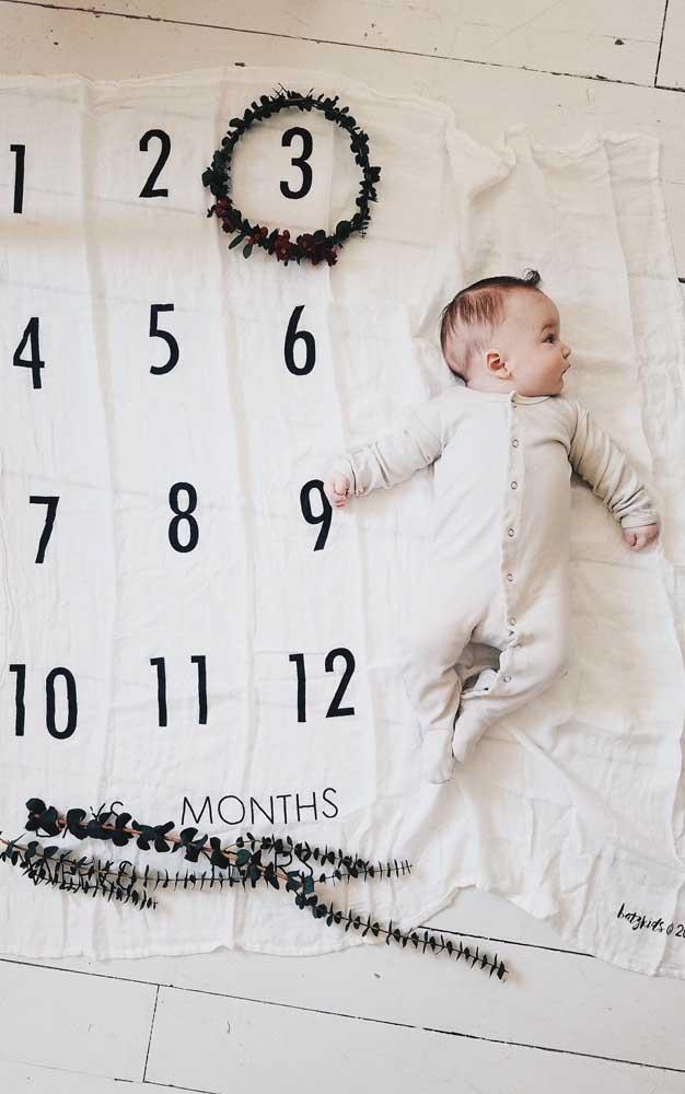 Ideia de foto para o mesversário: o bebê e o calendário