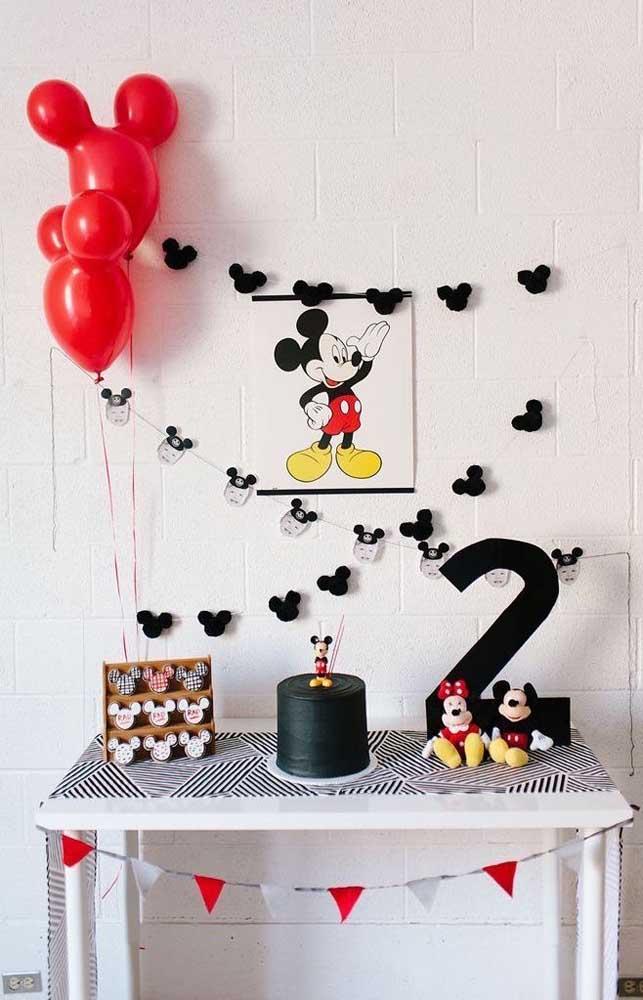 Mesversário de dois meses com o tema Mickey; pode ter personagem se você quiser