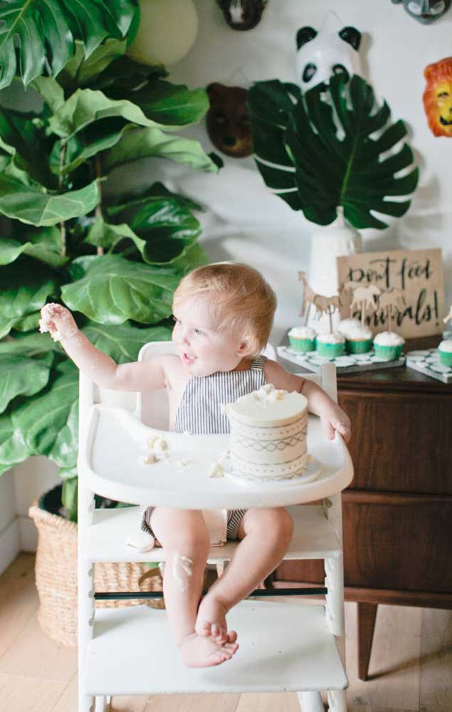 Um bolo e um bebê: já sabe o que vai acontecer né? Com certeza sairão lindas fotos daqui