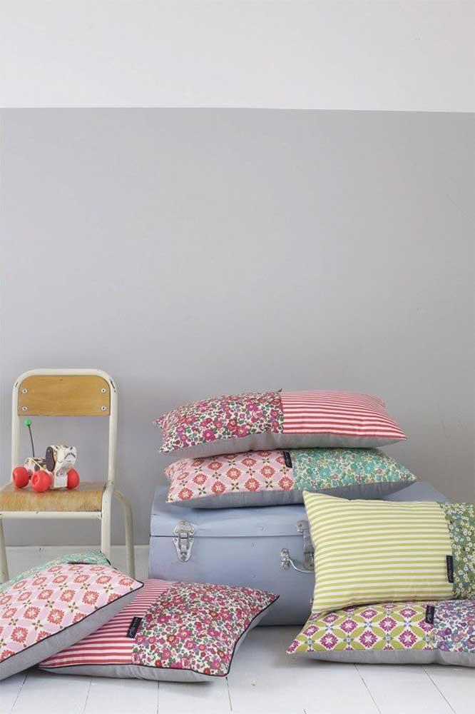 Capas de travesseiro em patchwork super coloridas para alegrar e decorar o quarto