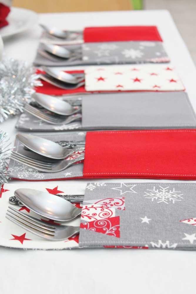Essa ideia aqui é para receber muito bem os convidados para a ceia de natal: porta talheres em patchwork