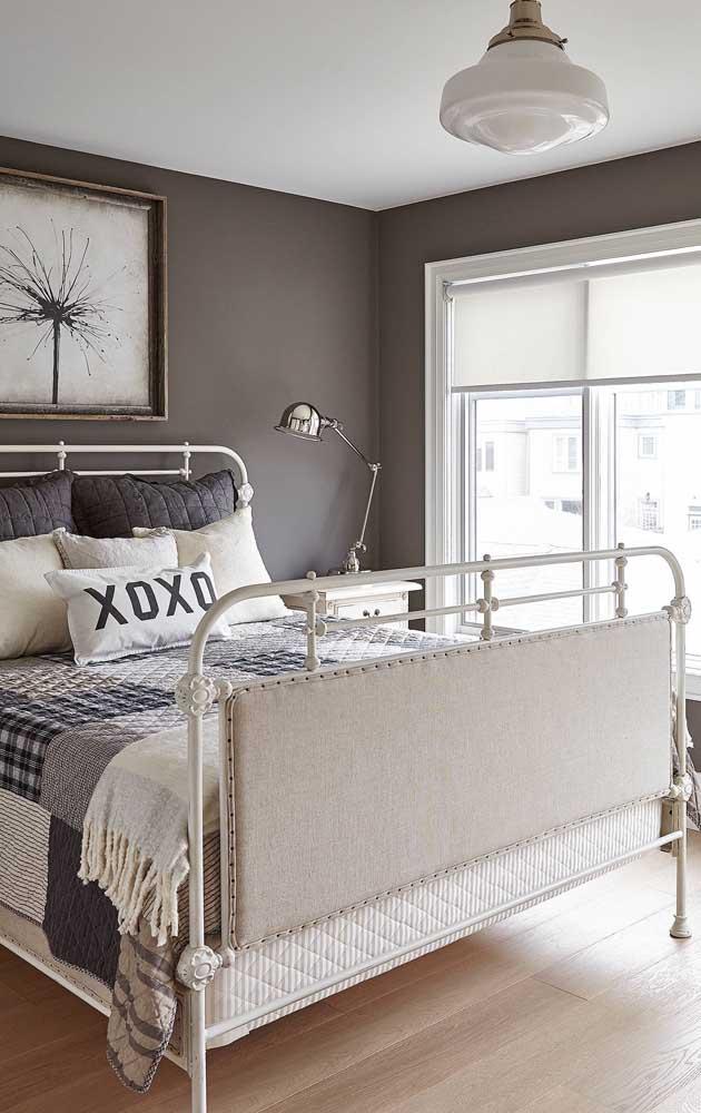 Para quem desejar apostar em um patchwork mais neutro e clean, invista em tecidos em tons de branco, preto, cinza e bege