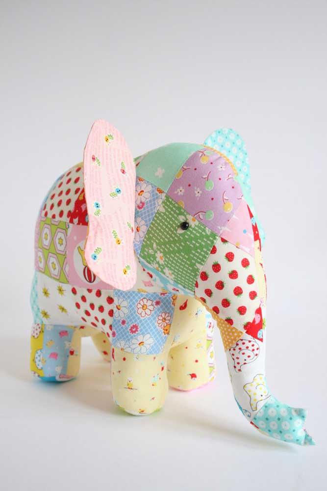 Que fofura de elefantinho em patchwork!