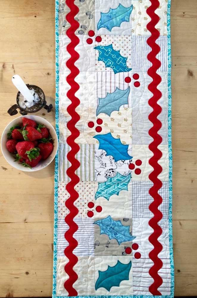 Caminho de mesa em patchwork estampado com motivos natalinos