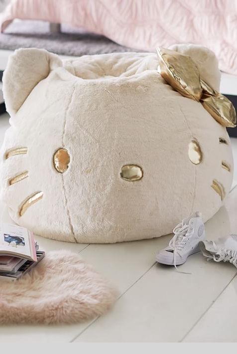 Olha que fofura esse puff com a carinha linda da Hello Kitty. Ótima opção para decorar o quarto dos adolescentes.