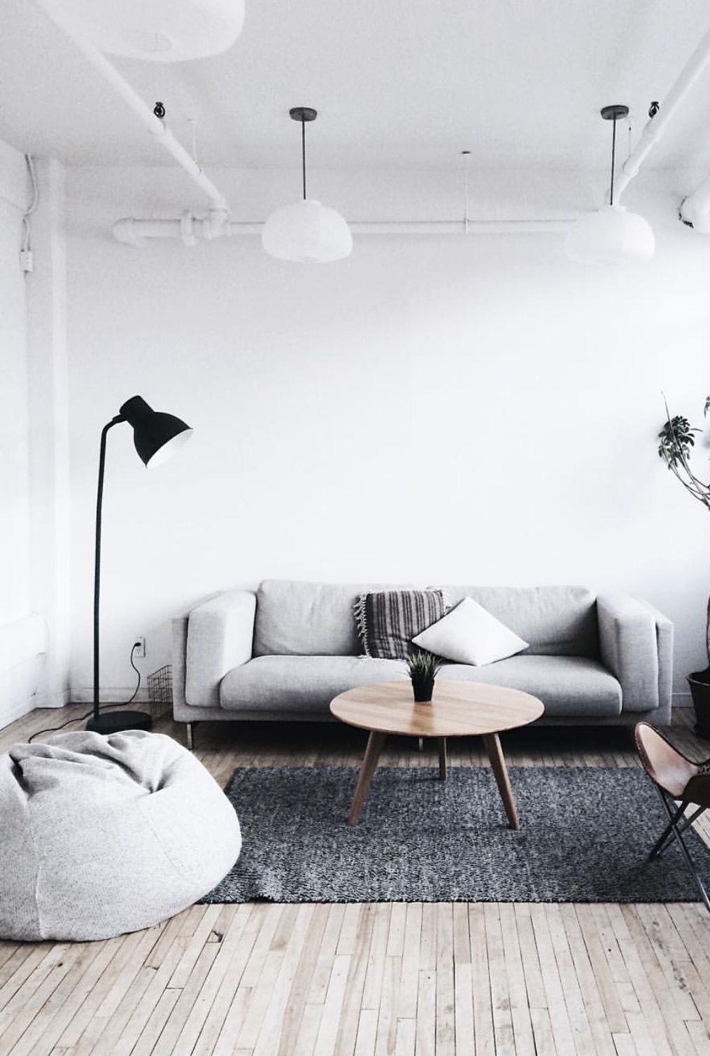 Se você tem um bom espaço na sala da sua casa, aposte em um puff redondo grande para combinar com o restante da decoração.