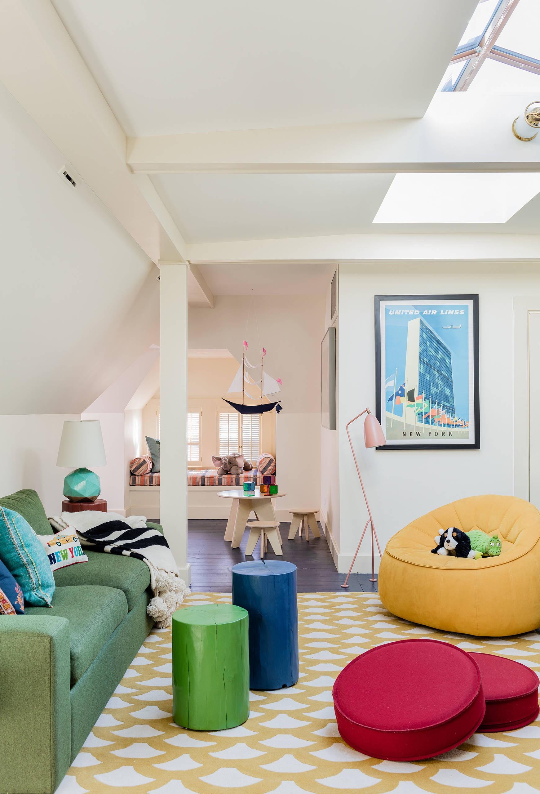 Quer deixar a casa mais animada? Que tal colocar puff redondo colorido em cada cômodo da casa?